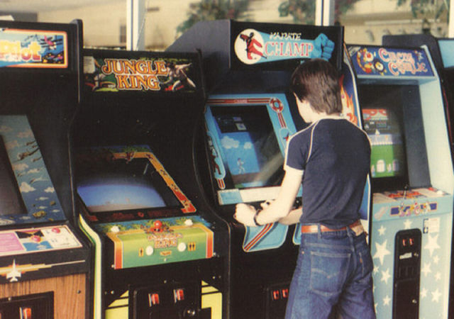 [Nostalgie] Vos photos d'époque ! - Page 2 Arcade_rooms_in_640_23