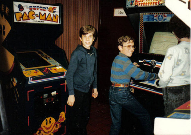 [Nostalgie] Vos photos d'époque ! - Page 2 Arcade_rooms_in_640_29
