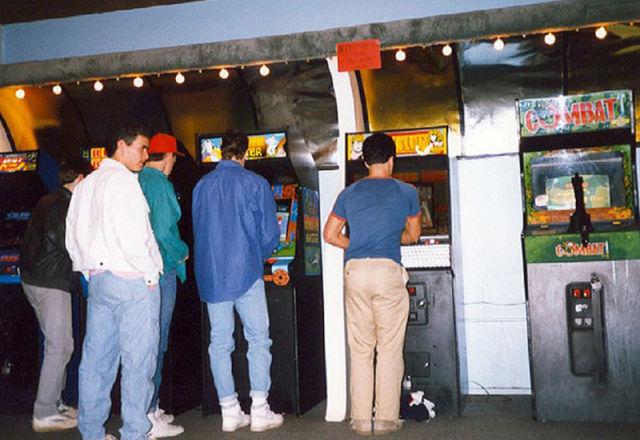 [Nostalgie] Vos photos d'époque ! - Page 2 Arcade_rooms_in_640_35