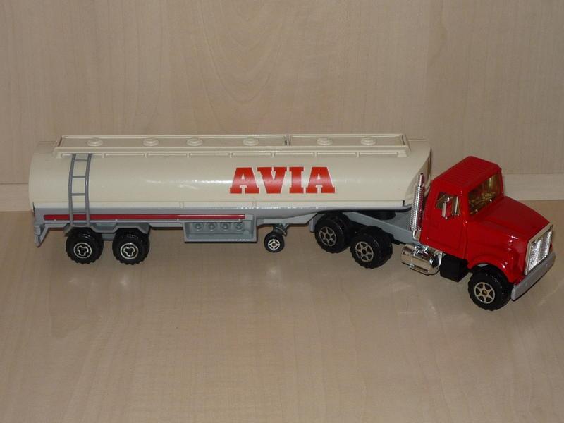 N°3040 WHITE ROAD BOSS II + CITERNE  11148302kw
