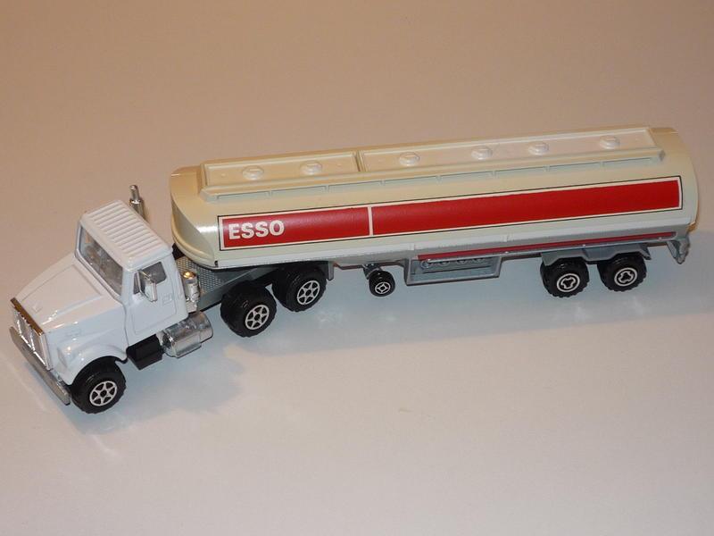 N°3040 WHITE ROAD BOSS II + CITERNE  11962522as