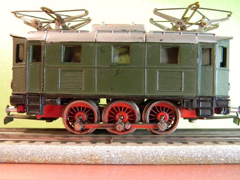 Liliput Lok No. 104 im Vergleich mit Kleinbahn Lok No. 1280 12370489kd