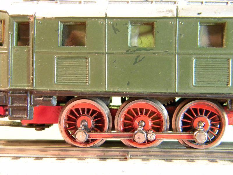 Liliput Lok No. 104 im Vergleich mit Kleinbahn Lok No. 1280 12370490cn