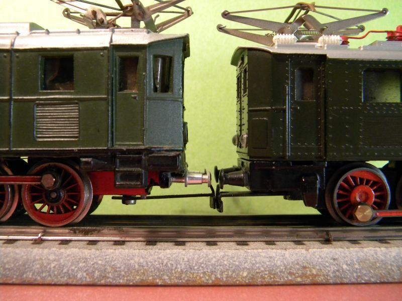 Liliput Lok No. 104 im Vergleich mit Kleinbahn Lok No. 1280 12370493ub