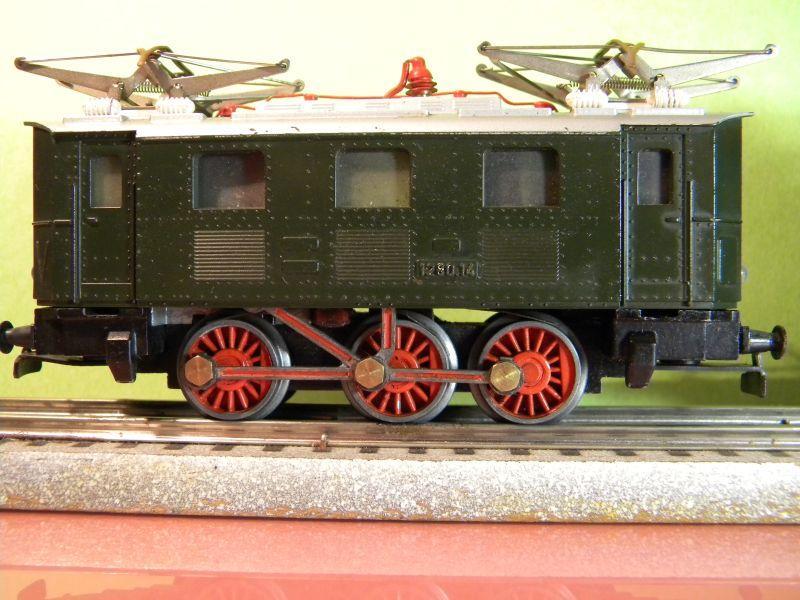 Liliput Lok No. 104 im Vergleich mit Kleinbahn Lok No. 1280 12370496zq