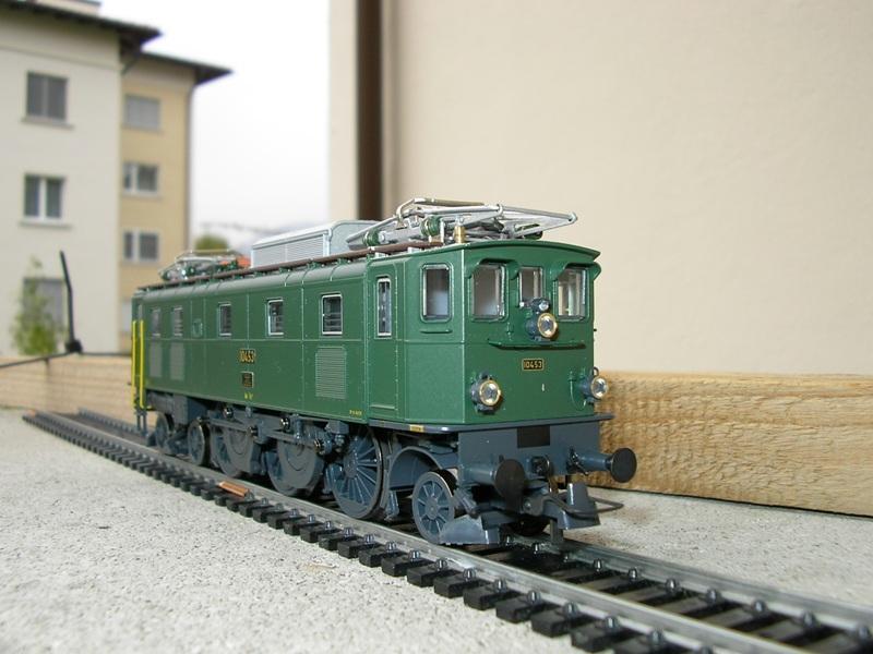 Liliput Lok No. 104 im Vergleich mit Kleinbahn Lok No. 1280 12375250gg