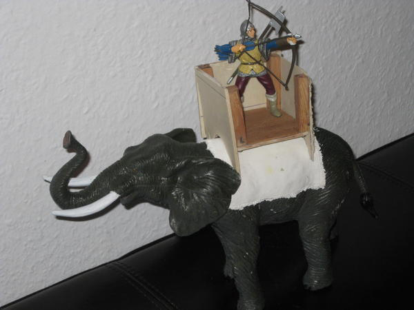 Versuch eines Kriegselefanten 12835046yl
