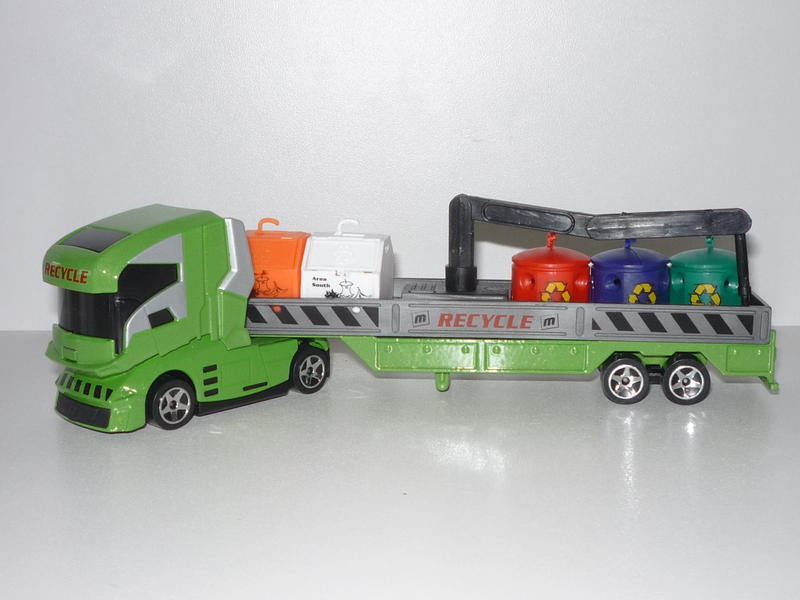 N°604A Camion futuriste + containers recyclage 13337690sl
