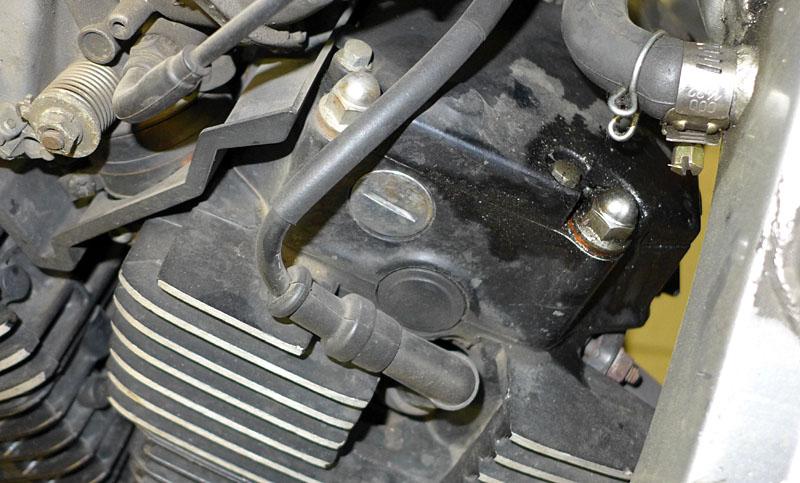 huile - Suintement d'huile couvercle culasse 20948306wv