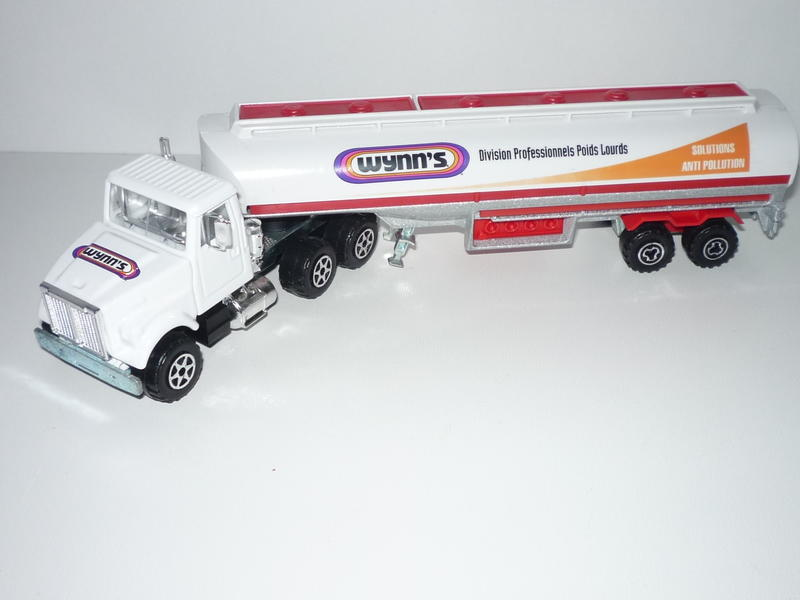 N°3076-B White Oil Tanker (with old 2-axle Trailer, Promo) 21773471pr