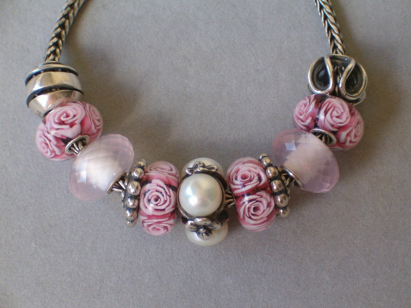 Statement with roses 22379788jd