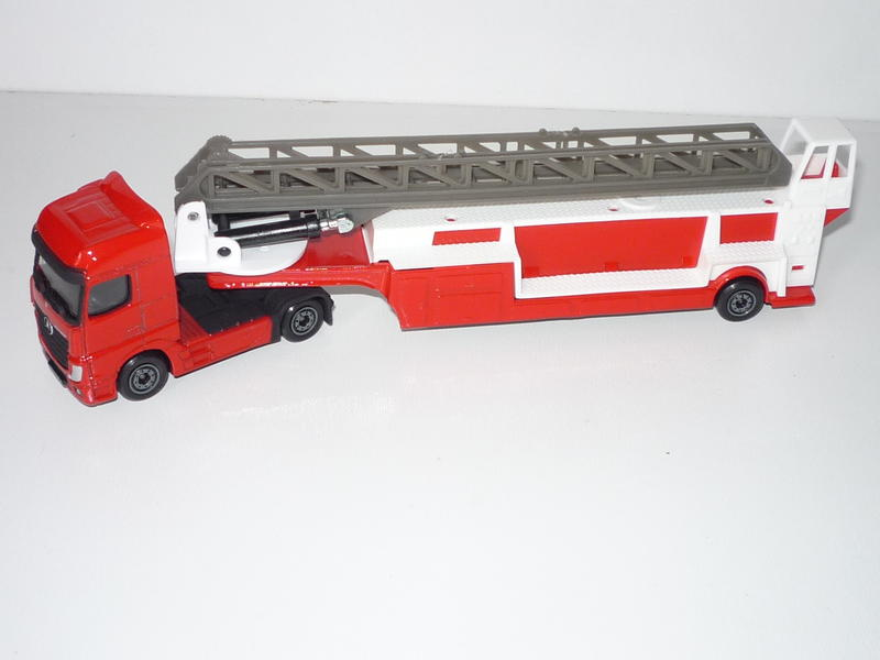 N°612 Pompier with Mercedes Actros 24402517ft