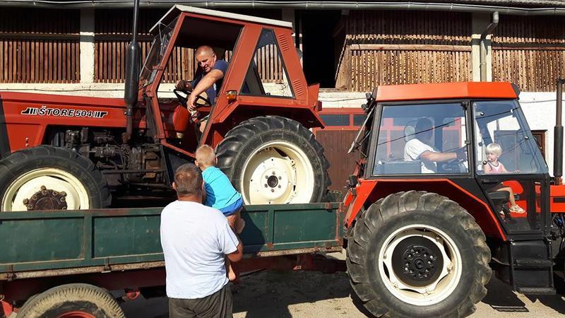 Tema za sve traktore 27400457ev