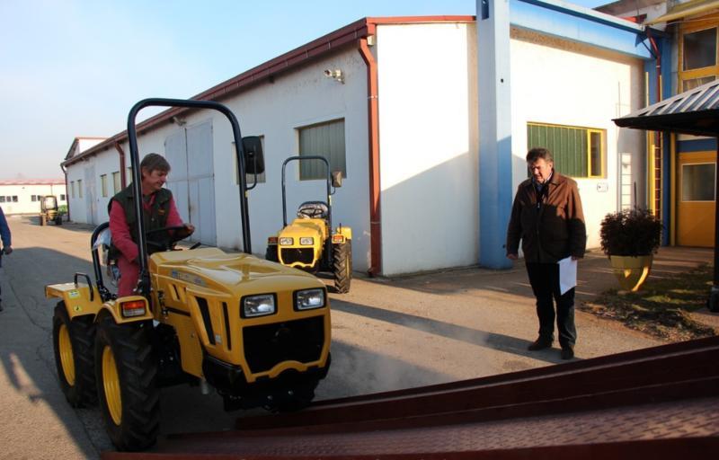 Traktori Hittner Ekotrac opća tema - Page 2 28090273qj