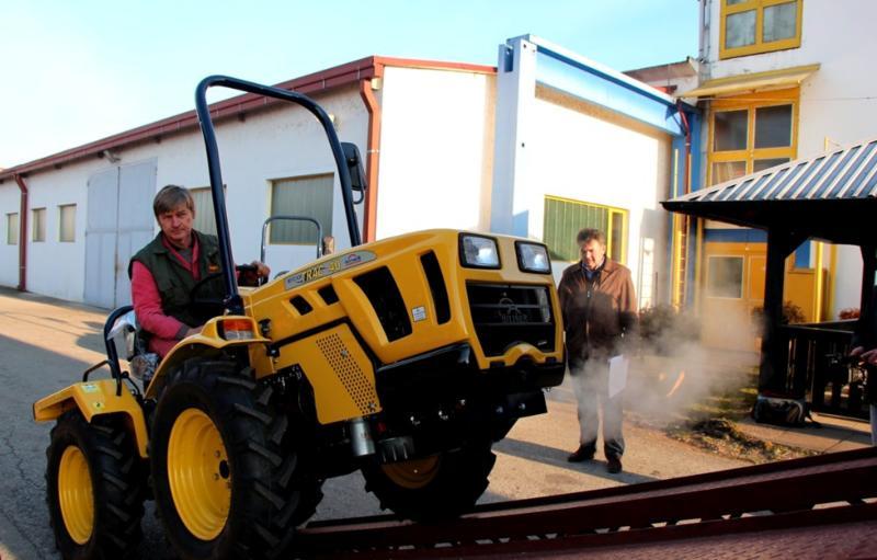 Traktori Hittner Ekotrac opća tema - Page 2 28090286rk