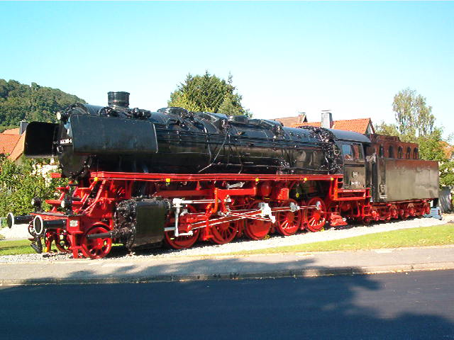 Denkmallok 044 389-5 in Altenbeken (Aug.2004) 29172730qk