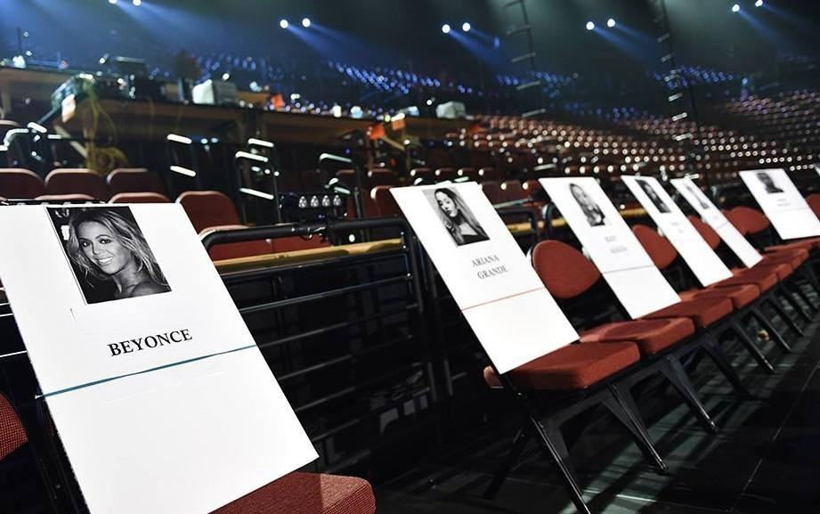 Premios & Nominaciones de Ariana Grande » MTV Video Music Awards 2015 [2 Nominaciones] Rcdmkjzemyzm