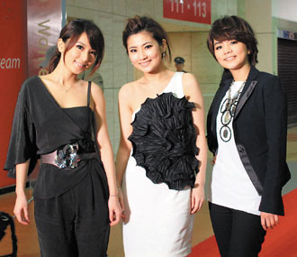 S.H.E With High Earnings in 2009, Giving Away 6-Figure Prizes During Company Year End Dinner 53995112272228