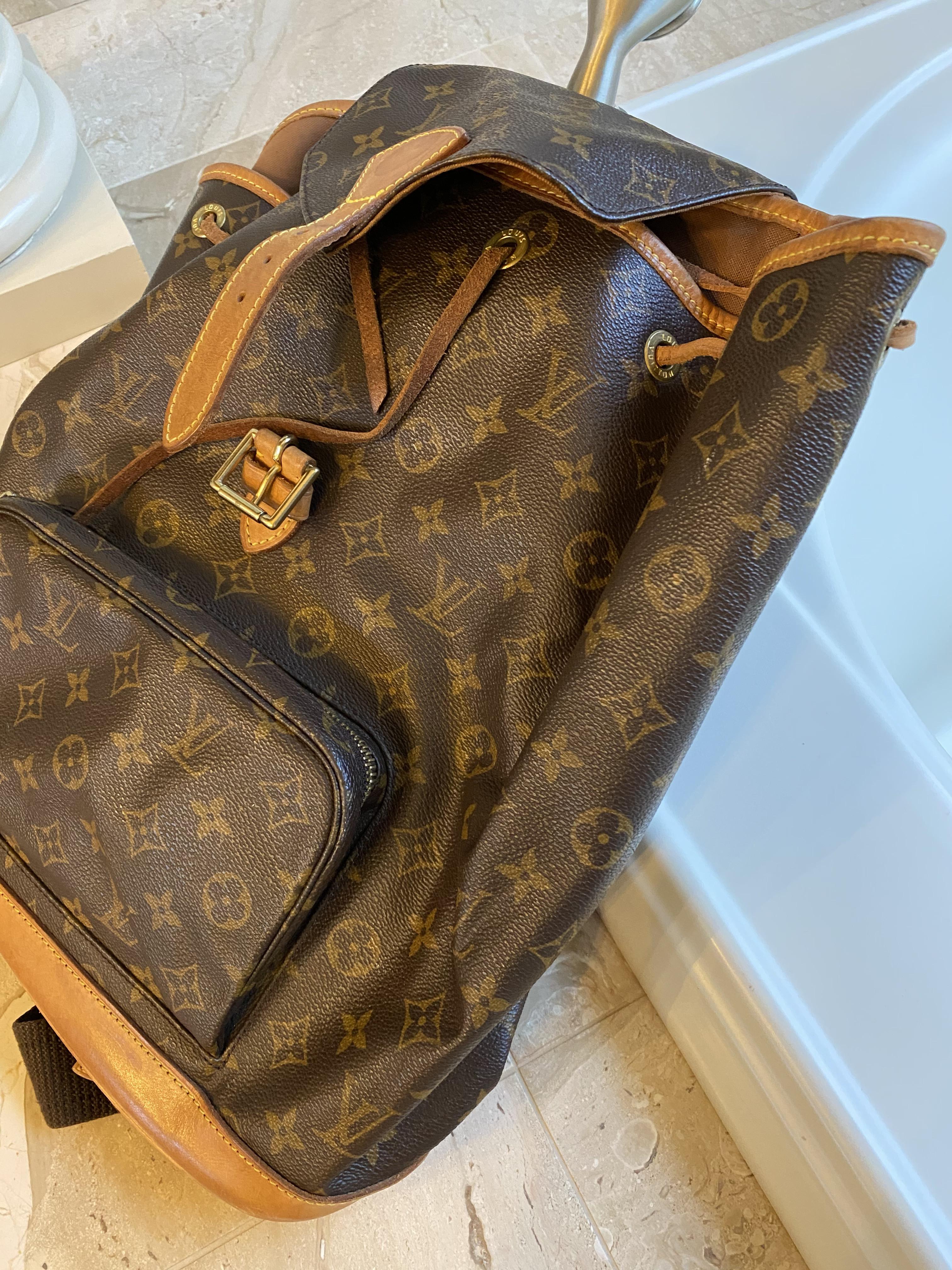 LV Backpack 4a3692167e32e20d232debb55f181de3