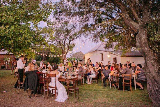 [Jeu] Association d'images - Page 6 Rochelle-and-gordons-rustic-outdoor-wedding-872-int