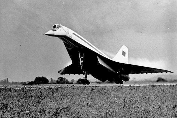 خمسة من أكثر الأسلحة الروسية غرابةً في مظهرها - صفحة 2 Tu-144-schoenefeld