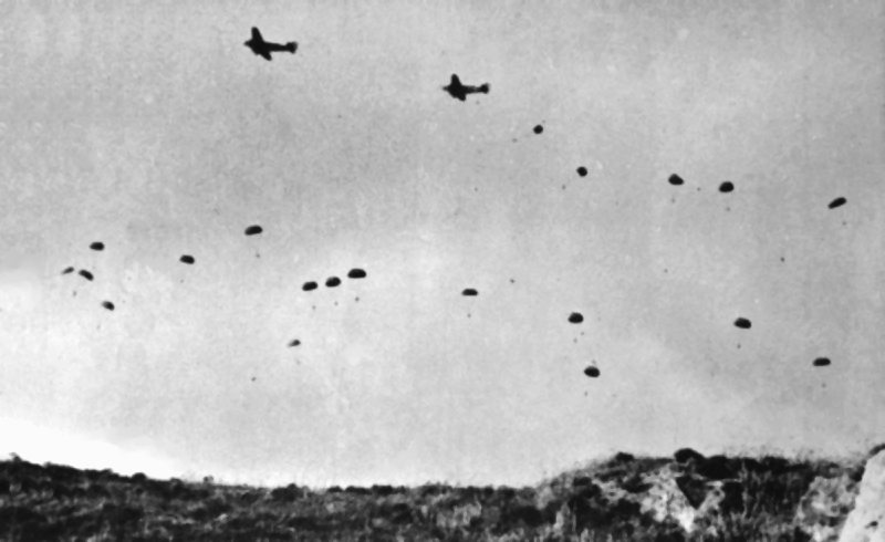Bataille de Crète German_paratroopers_jumping_From_Ju_52s_over_Crete