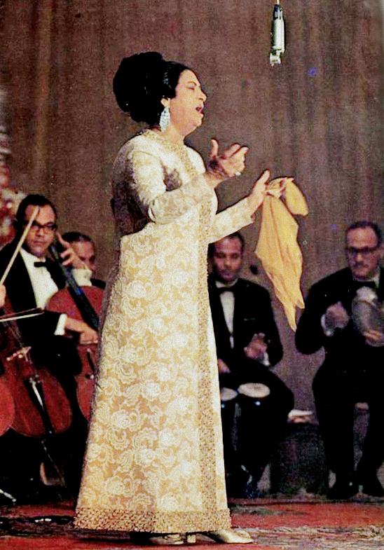 شخصية اليوم ( كوكب الشرق أم كلثوم ) فى ذكرى وفاتها 3 فبراير Umm_Kulthum4
