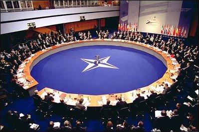 Peralatan dan kelengkapan Persekutuan THUNDER NATO-2002-Summit