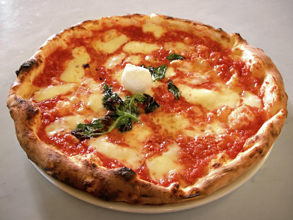 INIZIAMO IL BUON PRANZO - Pagina 2 Eq_it-na_pizza-margherita_sep2005_sml