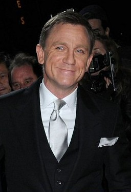 Strani compagni di letto - Pagina 2 Daniel_Craig_at_a_film_premiere_in_New_York