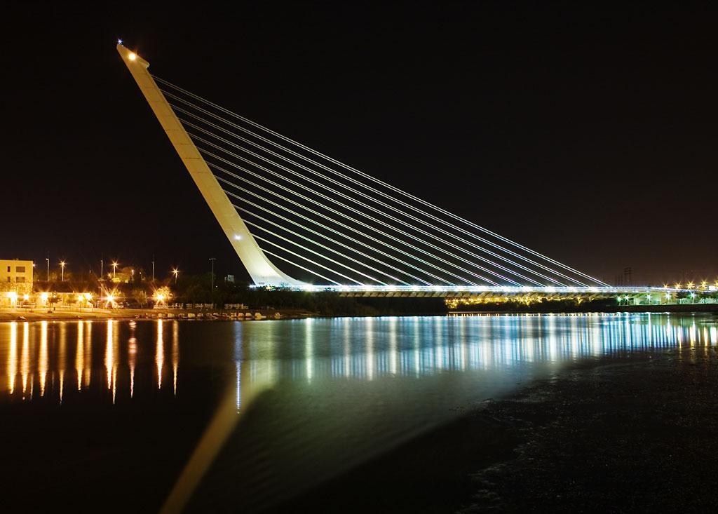 Najpoznatije svetske arhitekte Calatrava_Puente_del_Alamillo_Seville