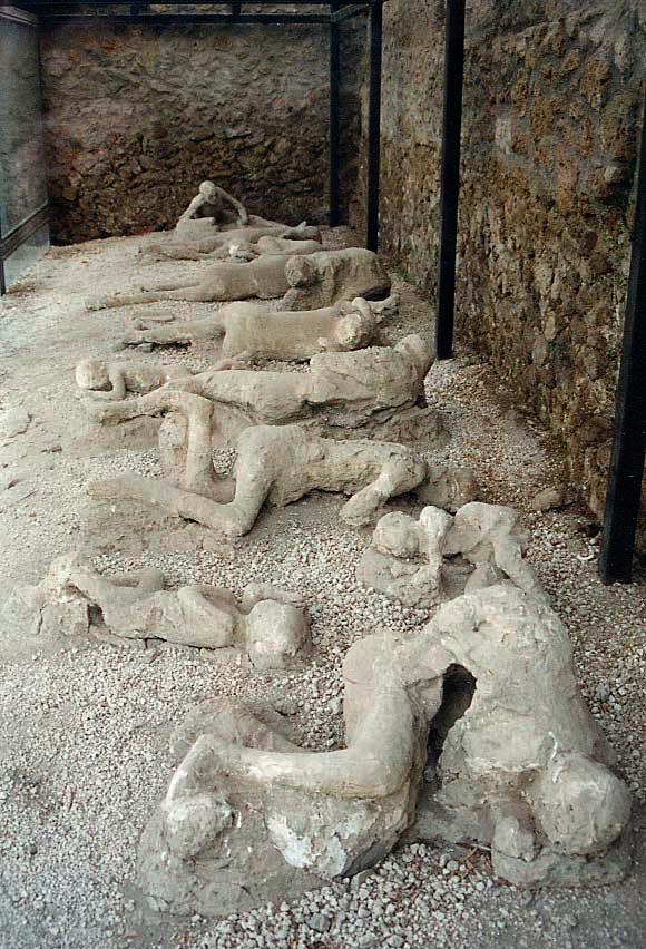 مدينه بوبمي التي عذبها الله (بالصور) Pompeii_Garden_of_the_Fugitives_02