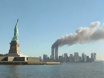 Statue koje oduzimaju dah National_Park_Service_9-11_Statue_of_Liberty_and_WTC_fire