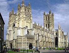 SACRILÈGE:Un pasteur donne la communion à un berger allemand 220px-Canterbury_Cathedral_-_Portal_Nave_Cross-spire