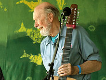 LE SALON DE MUSIQUE  - Page 6 220px-Pete_Seeger2_-_6-16-07_Photo_by_Anthony_Pepitone