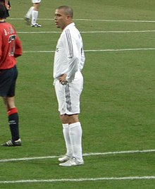 O FUTEBOL E O BALLET 220px-Ronaldo_em_campo