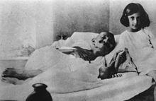 scandales des maitres spirituels - Page 2 220px-Gandhi_and_Indira_1924