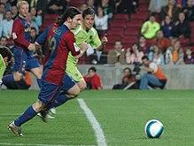 ليونيل ميسي 220px-Lionel_Messi_goal_19abr2007