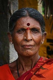 Au bistrot du village ! - Page 22 220px-Indian_Woman_with_bindi