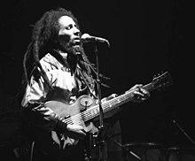 Le matérialisme - une position soutenable ? 220px-Bob-Marley-in-Concert_Zurich_05-30-80