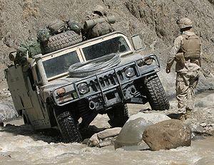 Srbija - Srbija u NATO?! - Page 8 300px-Humvee_in_difficult_terrain