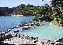 Excursion aux sources chaudes 220px-Onsen_in_Nachikatsuura%2C_Japan