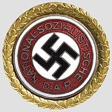Un fil de discussion en mémoire des millions de victimes des nazis 220px-ParteiabzeichenGold