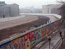 Il y a 50 ans ... 220px-Berlinermauer