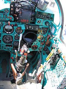 عائلة الميغ  الشهيرة 220px-MiG-21_cockpit