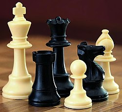 الشطرنج 250px-ChessSet