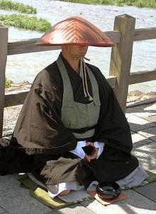 Budizam 220px-Japanese_buddhist_monk_by_Arashiyama_cut