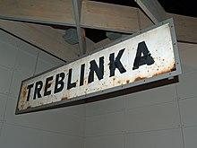 Littérature concentrationnaire 220px-Treblinka_Concentration_Camp_sign_by_David_Shankbone
