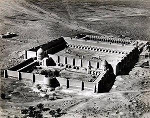 أبو حنيفة النعمان ... أول الأئمة الأربعة  300px-Kufa_Mosque%2C_1915