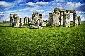 La loi Butler 280px-Stonehenge-Green